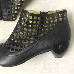 Jump Shoes - Jump Leather Cut-out Ankle Boots Black Size 9
